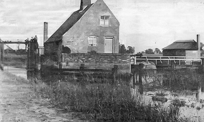 Lock Keeper's cottage in the early 1900s