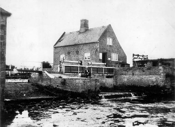 The Staunch and Cottage looking upstream